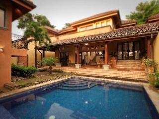 Luxurious 4BR Villa Tamarindo Beach, Pool Sleep 10 - Guanacaste vacation rentals