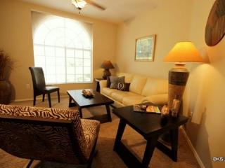 Pet Friendly! Quiet and Spacious One Bedroom Condo at Boulder Canyon in Oro Valley - Tucson vacation rentals