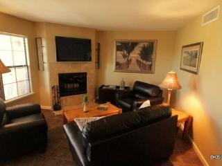 One Bedroom Condo at Skyline Villas with Mountain Views Near La Encantada Mall - Tucson vacation rentals