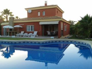 2 min/60 meters from golden sand beach, private pool, exclusive roche residential. - El Palmar vacation rentals