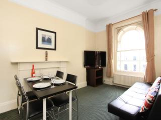 Stunning Rental in the West End at Hyde Park with Free Wifi - London vacation rentals