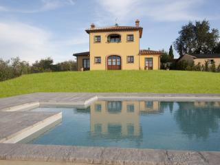 Villa with Pool Near Cortona in the Valdichiana - Villa Etrusca - Foiano Della Chiana vacation rentals