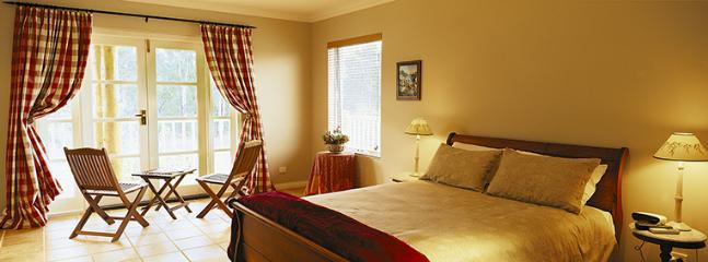 Spa Suite overlooking forest and fields - Erravilla Country Estate,Spa Suite Accommodation - Swansea - rentals