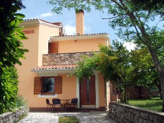 Apartment on Holiday Farmhouse with swimming pool, peaceful location, 18 Km to the beach, sleeps 2 - 3 - Nedescina vacation rentals