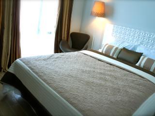 Modern Condo by Greenbelt Area - Makati vacation rentals