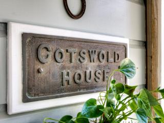COTSWOLD HOUSE  -  TUI ROOMS  Apartment - Havelock North vacation rentals