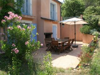 Gite du Romarin, Pet-Friendly 3 Bedroom  Cottage with a Hot Tub - Var vacation rentals