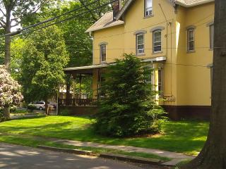Beautiful Victorian Sycamore - North Plainfield vacation rentals
