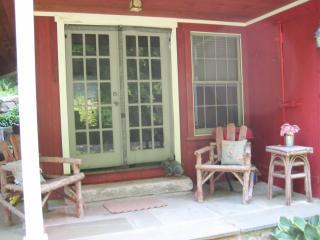 Romantic Designer Cottage on Riverdance Mill Estate - New Preston vacation rentals