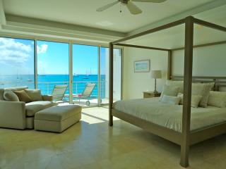 Luxury 1 bedroom penthouse directly on beach. - Simpson Bay vacation rentals