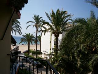 4 berth apt on Benidorm beach  WIFI + GB TV FOC - Benidorm vacation rentals