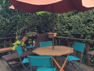 West HOLLYWD area-FAB-2 BDRMS+4 beds+WiFi+A/C+DECK - Los Angeles vacation rentals