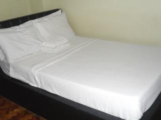 2 BR Condo, Taguig City - Ivory 014 - Philippines vacation rentals