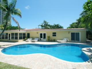 Tropical Retreat, 40 steps to the beach. - Fort Lauderdale vacation rentals