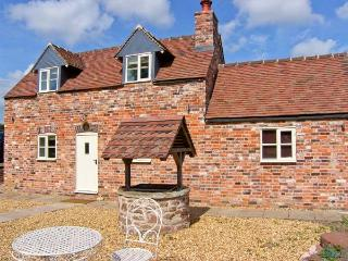 STRINE VIEW COTTAGE, mostly ground floor, woodburner, pet-friendly, in Crudgington near Shrewsbury, Ref. 23979 - Much Wenlock vacation rentals