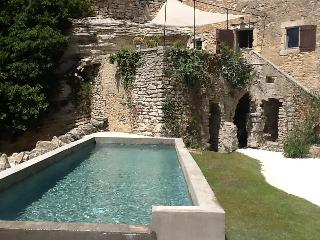 Excellent 7 Bedroom Villa with Panoramic View on L - Gordes vacation rentals