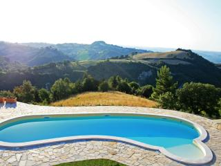 Cornio delle Fronde....a dream of pacefullness and tranquillity in the Marche Region - Marche vacation rentals