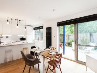 Trendy Shoreditch Two Bed Two Bath w/Garden+WIFI - London vacation rentals