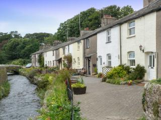 LAVENDER COTTAGE, pretty terraced cottage, romantic retreat, close to village amenities in Cark, Ref 27327 - Cartmel vacation rentals