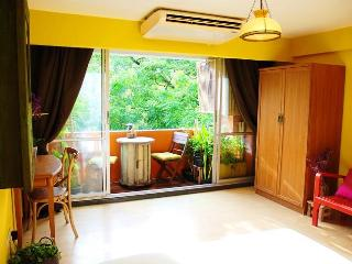 GOLDEN LEAF - 5 min walk to BTS, AC-WIFI-POOL-TV - Bangkok vacation rentals