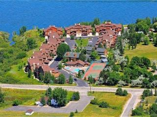 Darling Lakeside Getaway - Huntsville vacation rentals