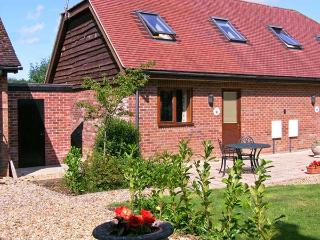 FOXHOLE, en-suite, romantic cottage, easy reach of New Forest, near Alderholt Ref. 15424 - Alderholt vacation rentals