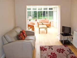 TRAVELLER'S COTTAGE, former wool merchant's cottage, woodburner, sun room, garden, in Kinver, Ref 27750 - Kinver vacation rentals