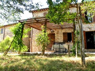Family friendly holiday house with pool - apt2 - Umbria vacation rentals