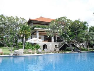 Palatial Luxurious Villa In The Lovina Hills - Lovina vacation rentals