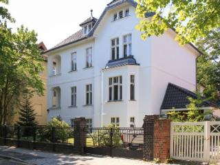 LLAG Luxury Vacation Apartment in Berlin-Dahlem - bright, quiet, natural (# 4244) - Berlin vacation rentals