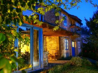 Casa  Perfeuto Maria, rural tourism (rooms rental) - Galicia vacation rentals