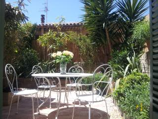 Stunning Garden Apartment, Pet-Friendly, Cannes Old Town - Cannes vacation rentals