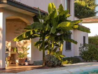 RELOCATION MONZA APARTMENT IN PRESTIGIOUS VILLA - Lesmo vacation rentals