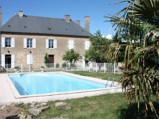 Self catering gîte DONJON in lovely, rural Burgundy with wine tasting and massage & beauty salon - Fours vacation rentals
