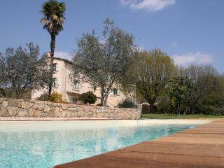 Bed and Breakfast in Provence with a Pool and Garden - Tourrette vacation rentals