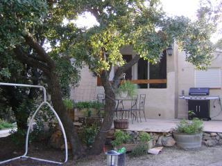 2 Bedroom Apartment with Balcony, in Bandol - Bandol vacation rentals