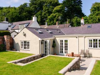 PIPPIN COTTAGE, beautifully-decorated, all ground floor, coastal cottage in Beaumaris, Ref. 24914 - Beaumaris vacation rentals