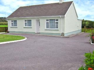LYNCH'S COTTAGE, open fire, great touring base, ground floor cottage, near Ballinskelligs, Ref. 26600 - Portmagee vacation rentals