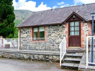 END COTTAGE, pet-friendly cottage with ground floor bedroom and bathroom, in Llantysilio, Ref. 26459 - Llangollen vacation rentals