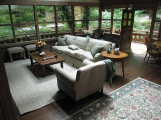 Luxury Creekside Cottage , a Short Walk to Town! - San Francisco Bay Area vacation rentals