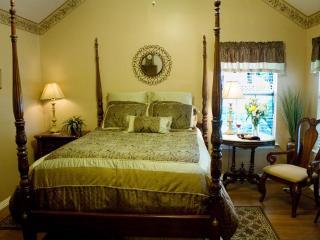 Royal Oak Cottage at the Pomegranate B&B - Glen Rose vacation rentals
