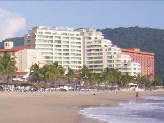 Ixtapa Bay View Grand Beachfront condo in paradise - Ixtapa vacation rentals
