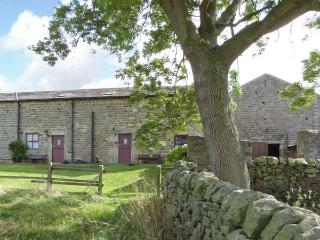 WREN COTTAGE, stone-built, end-terrace cottage, electric stove, walks from door, near Darley and Harrogate, Ref 28404 - Burnsall vacation rentals