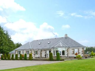 EAGLESTONE HOUSE, private indoor swimming pool, games room, private tennis court, secluded location, luxury cottage near Culboki - Culbokie vacation rentals