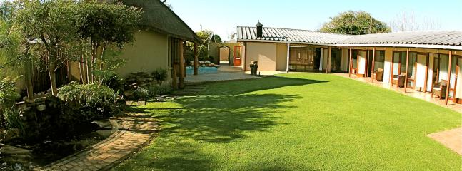 Courtyard with tranquil surrounding - Mountain Dew Guest House - George - rentals