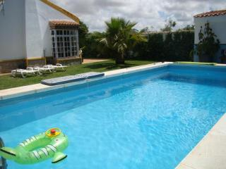 Villa La Alegria, 4-7 guest, private pool, 2-3 min to the beach, Conil - Conil de la Frontera vacation rentals