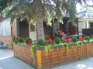 Beautifully renovated urban cottage in an awesome location - Alberta vacation rentals