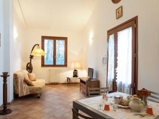 Beautiful 2 Bedroom House in Pisa, Italy - Marina di Pisa vacation rentals