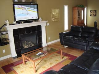Amazing, Huge house, WIFI, Hot Tub - Near airport - Calgary vacation rentals