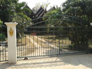 Guesthouse in Thailand - Chai Badan vacation rentals
